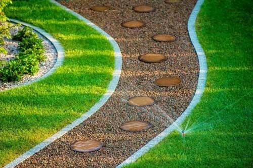 Echuca-Paving-Service-Lawn-edge-Paving-2-1024x683